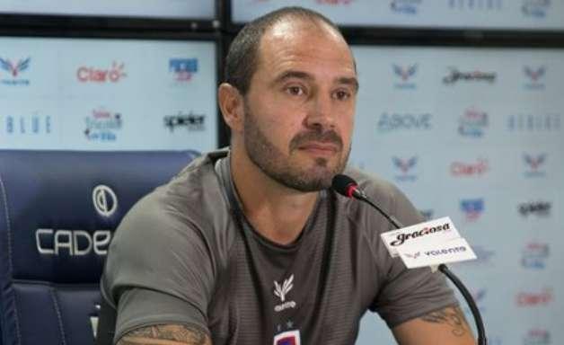 Allan Aal isenta apenas o goleiro em derrota do Paraná