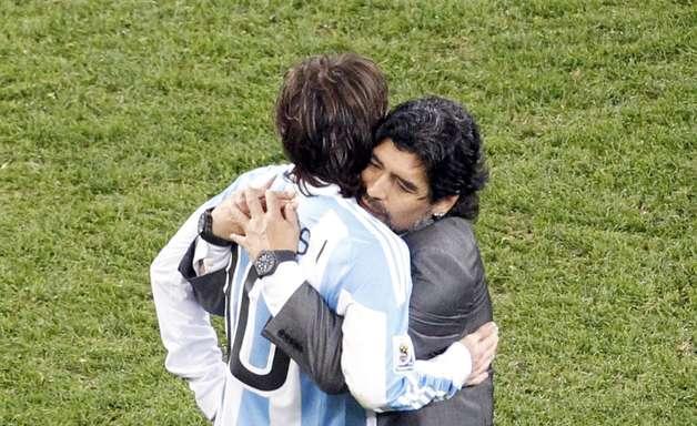 """Messi manda mensagem para Maradona: """"Toda força do mundo"""""""