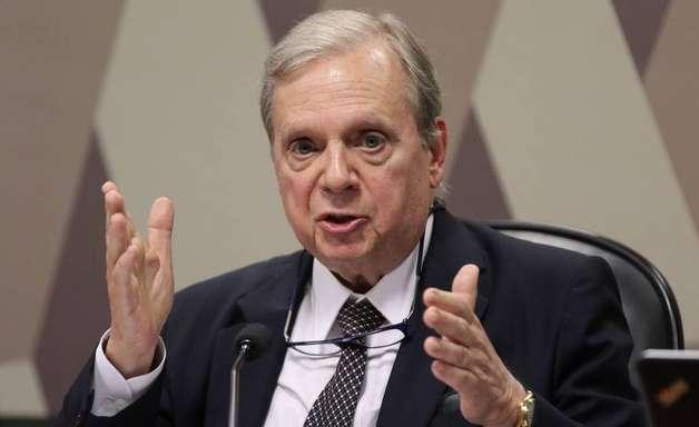 Tasso retira candidatura e apoia Leite em prévias do PSDB