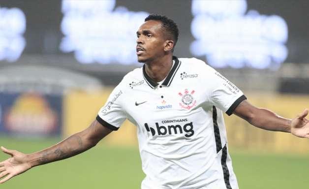 Após 100 dias, Jô marca, e Corinthians vence Goiás por 2 a 1