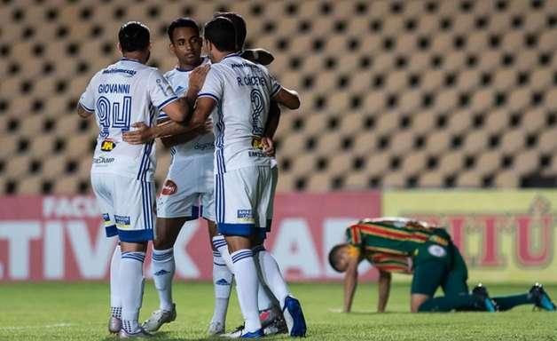 Com um a menos, Cruzeiro vence o Sampaio Corrêa no Maranhão