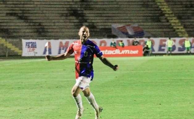 De promessa a 12º jogador: Gabriel Pires se firma no elenco profissional do Paraná