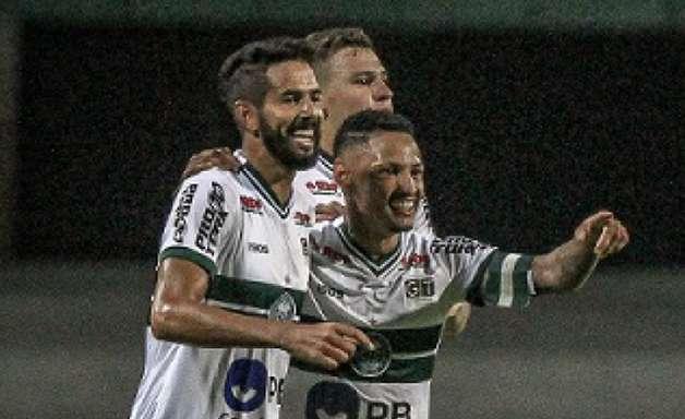 Autor do gol, Jonathan pede desculpas por rebaixamento do Coritiba