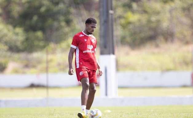 Após ser campeão no sub-20, Williams Bahia projeta sequência no profissional do Náutico