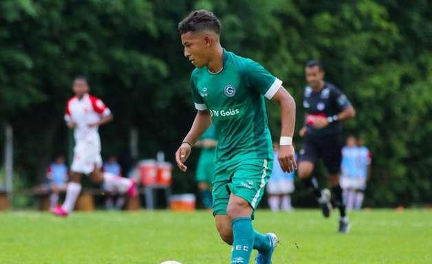 Promessa do Goiás assina primeiro contrato profissional e pode reforçar equipe no Goianão