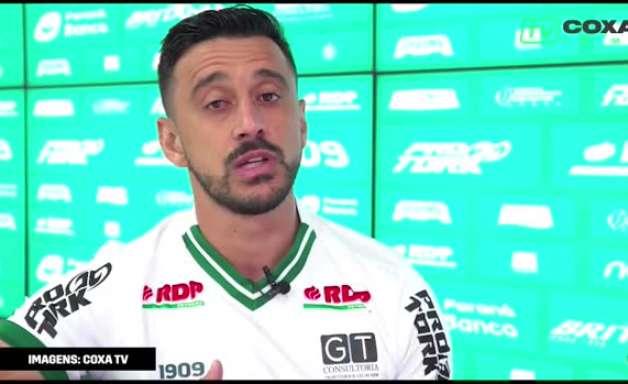 """CORITIBA: Robinho volta ao Coxa, brinca sobre ser vovô do grupo e destaca: """"estou empolgado!"""""""