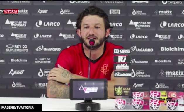 """VITÓRIA: Fernando Neto minimiza críticas sobre seu rendimento: """"ninguém consegue agradar 100%"""""""