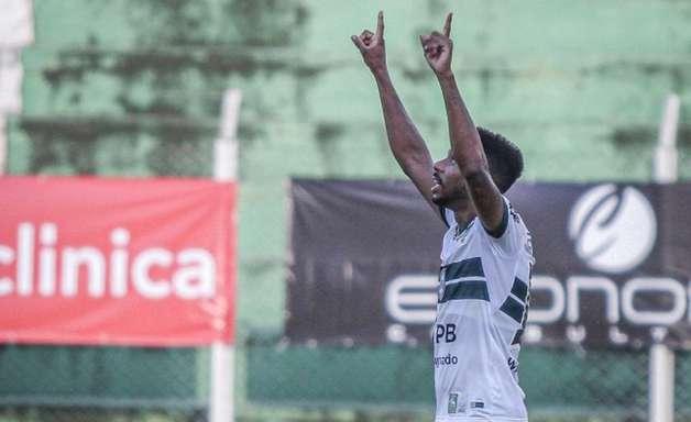 Waguininho celebra primeiro gol pelo Coritiba: 'Espero que seja apenas o começo'