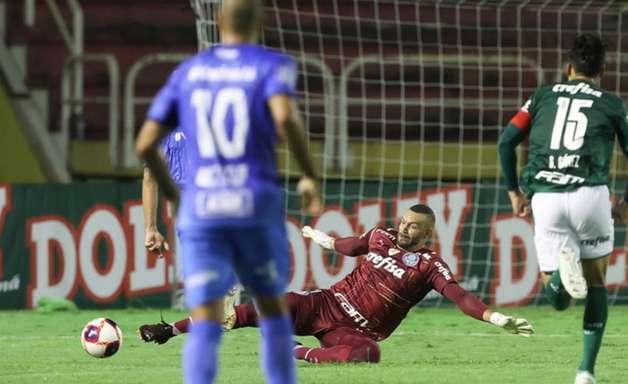 Com Weverton expulso, Palmeiras empata contra o São Bento