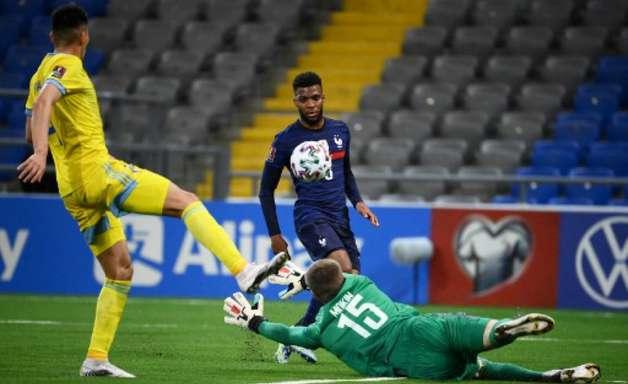 França supera 'paredão' cazaque e vence pelas Eliminatórias