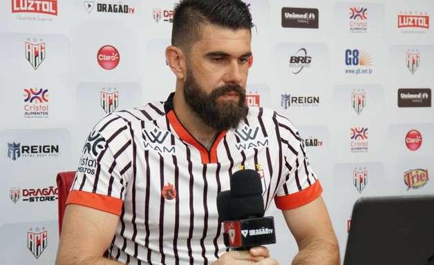 """Apresentado no Atlético-GO, Fernando Miguel explica saída do Vasco: """"Desgaste muito grande"""""""