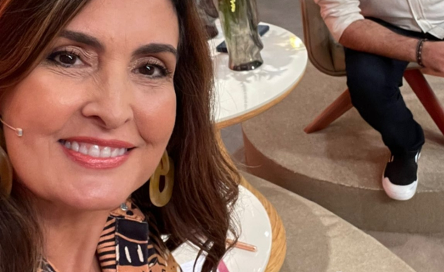 Fátima Bernardes usa look com estampa de conchas de R$ 549