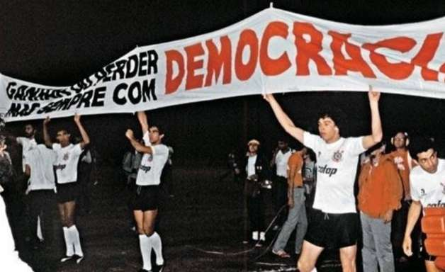 Clubes brasileiros se manifestam contra a ditadura em dia que marca aniversário do golpe de 1964