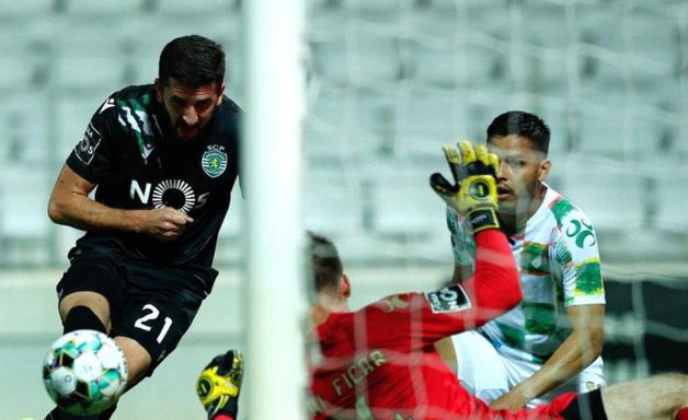 Sporting leva empate do Moreirense, mas segue com folga na ponta do Português