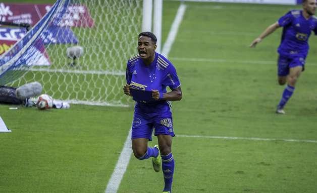 Cruzeiro supera o favorito Atlético-MG e vence clássico
