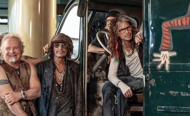 Dave Grohl conta história das vans de turnês de rock em novo documentário