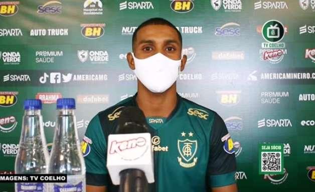 """AMÉRICA-MG: Ramon é apresentado, destaca sua polivalência e desconversa sobre concorrência pela titularidade: """"A temporada é longa, vai precisar contar com todo mundo"""""""