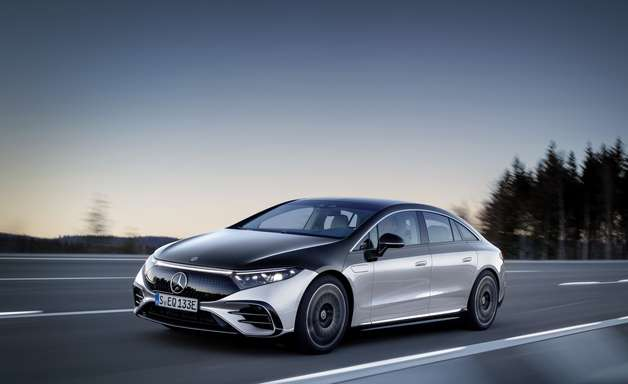 Mercedes-Benz EQS é um sedã elétrico de luxo com interior futurista