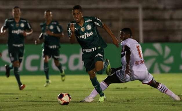 Giovani celebra chance em sua primeira partida como titular do Palmeiras e agradece Abel