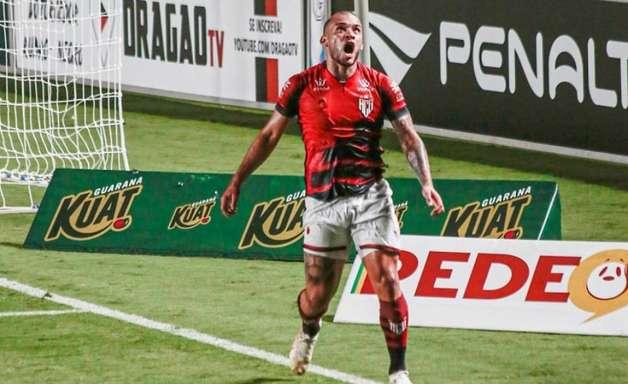 Após gol e assistência pelo Atlético-GO, André Luís encara sua estreia em competição internacional: 'Ansioso'
