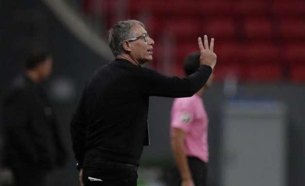 Após dez jogos, Holan repete números de Cuca no Santos