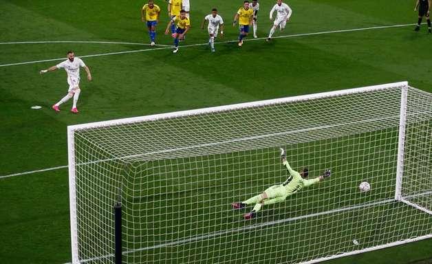 Com gols de Militão e Casemiro, Real Madrid bate Osasuna