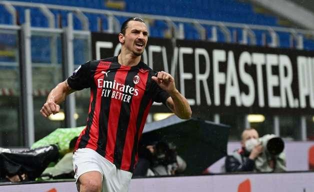 Milan anuncia renovação com Ibrahimovic por mais um ano