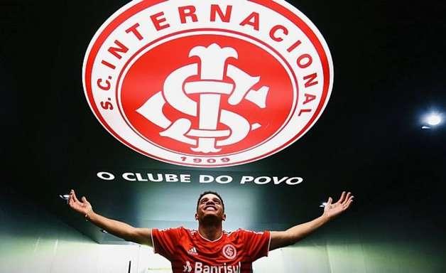 Taison aponta otimismo na volta ao Inter: 'Não vim para passear, vim para ganhar'
