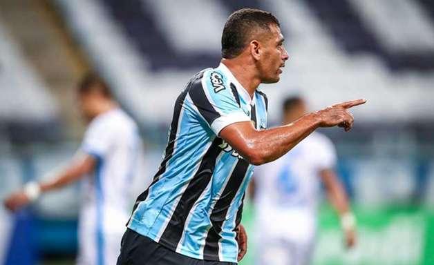 Diego Souza assume papel de principal jogador do Grêmio