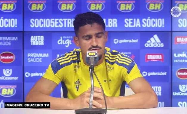 """CRUZEIRO: Ramon exalta sequência de sete jogos sem sofrer gols: """"Quanto menos a gente tomar gol, mais perto da vitória a gente fica"""""""