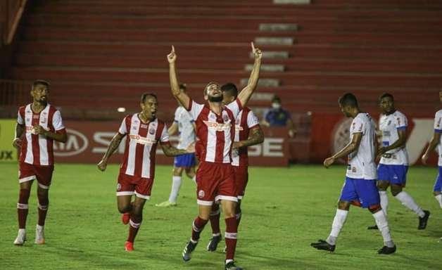No Náutico, Wagner Leonardo comemora primeiro gol como profissional