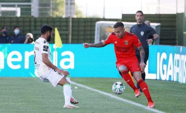 Everton Cebolinha faz golaço, e Benfica vence o Tondela no Português