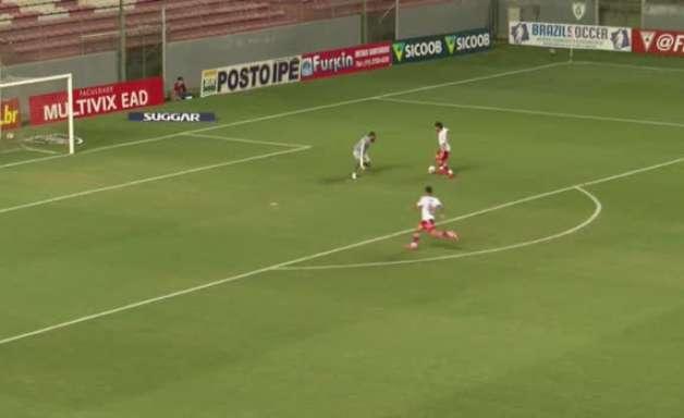 ATLÉTICO-MG: Incrível! Everson derruba jogador e é expulso. Matheus Mendes entra em campo, defende penalidade e rebote