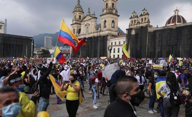 Bloqueios de estradas por protesto interrompem exportações de café da Colômbia