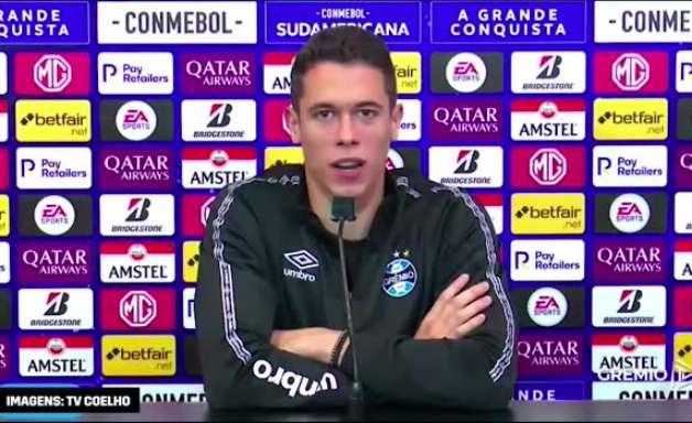 """GRÊMIO: """"Privilégio e honra"""", exalta Brenno sobre sua renovação de contrato com o clube"""
