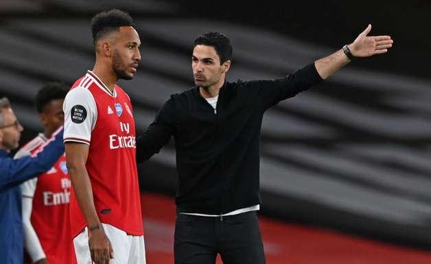 Mikel Arteta segue no comando do Arsenal na próxima temporada