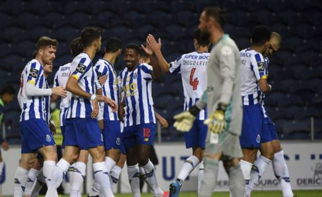 Porto aplica goleada no Farense pelo Português e segue com chances de título