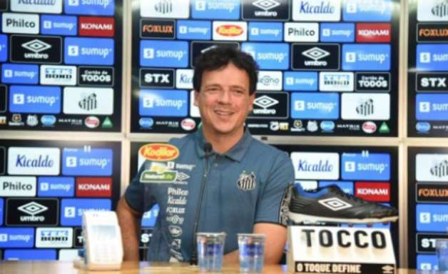 Fernando Diniz é apresentado, elogia elenco e mostra otimismo no Santos