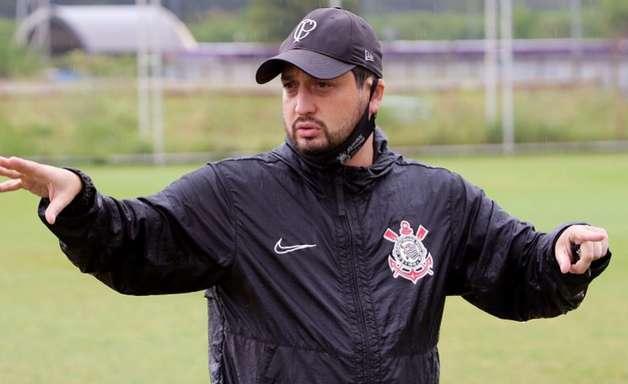 Técnico do time feminino do Corinthians é internado após mal-estar