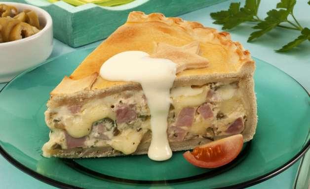 Empadão de presunto e queijo para o lanche da tarde