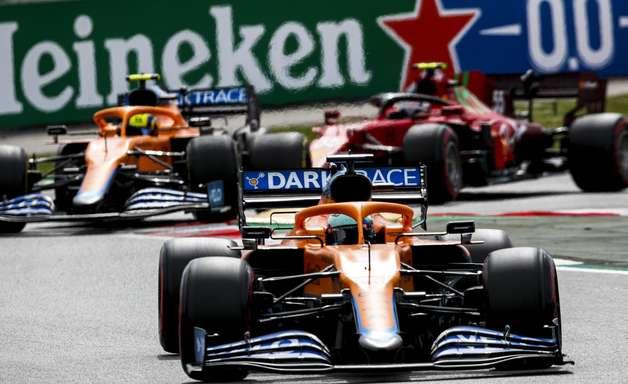 McLaren e Ferrari se descolam da 'F1 B' e travam duelo incerto por título de 3ª força
