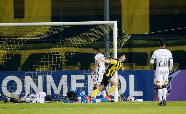 Corinthians tenta recuperar confiança após derrota por 4 a 0