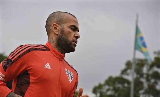 Preparador da Seleção fala sobre lesão de Dani Alves: 'Pode jogar na próxima semana'