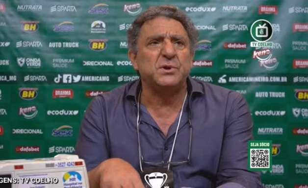 """AMÉRICA: Salum reclama de lance de pênalti e diz que clube vai pedir áudio do VAR: """"não é possível que um juiz não vá ver um lance com a contundência que foi"""""""