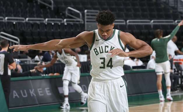 """Bucks vai 'varrer' o Heat nos playoffs"", prevê Barkley"