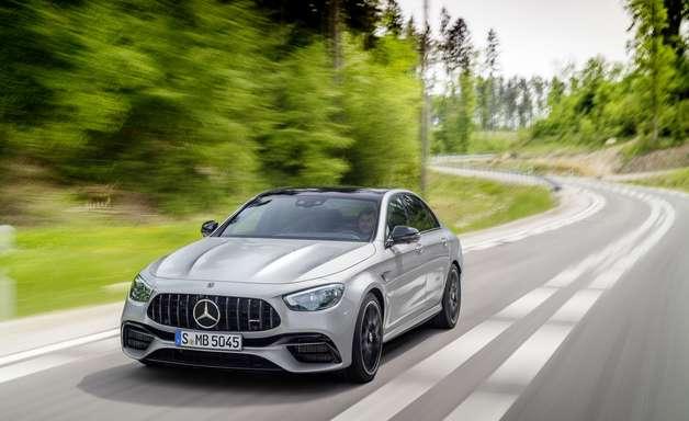 Mercedes Classe E 2022 chega ao Brasil com visual renovado