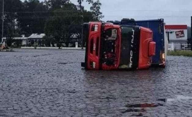Tornado atinge município de Campos Novos, em SC