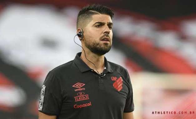 António Oliveira, treinador do Athletico, soma aproveitamento de 80% na temporada 2021