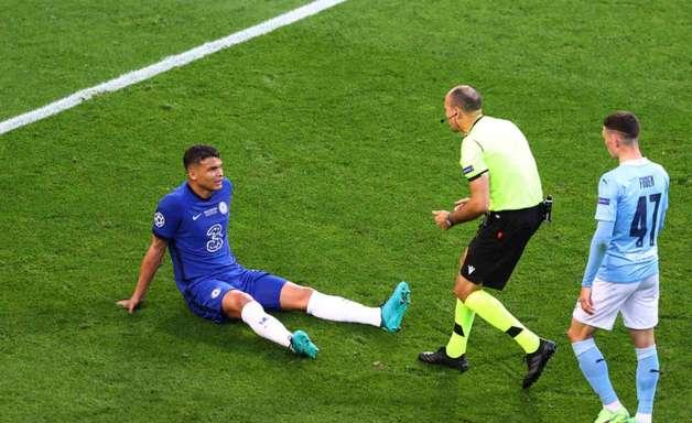 Mesmo com lesão na coxa esquerda detectada, Thiago Silva seguirá integrado à Seleção. Entenda!