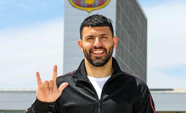 Barcelona anuncia contratação de Sergio Aguero